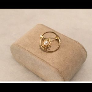 Jewelry - Vintage Gold Leaf & Pearl Pin